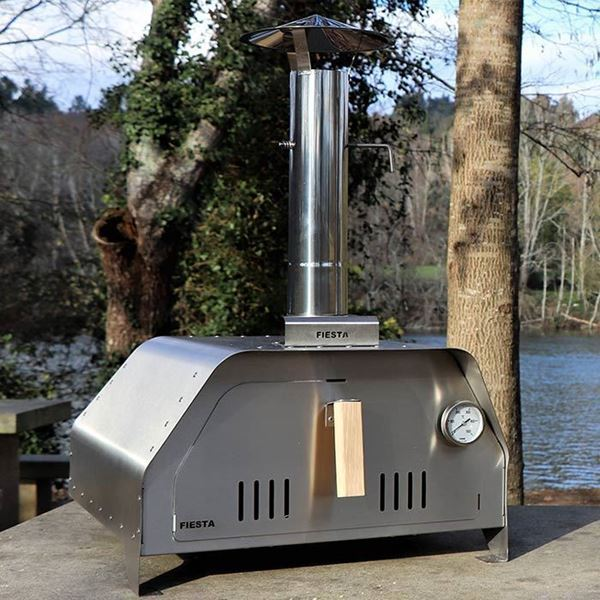 Portable pizza oven for outdoor cooking