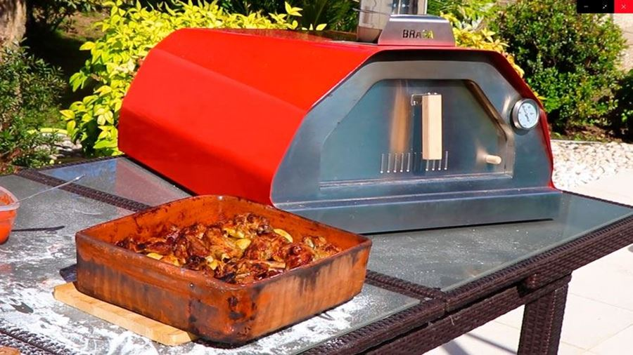 The outdoor pizza oven BRASA, portable oven